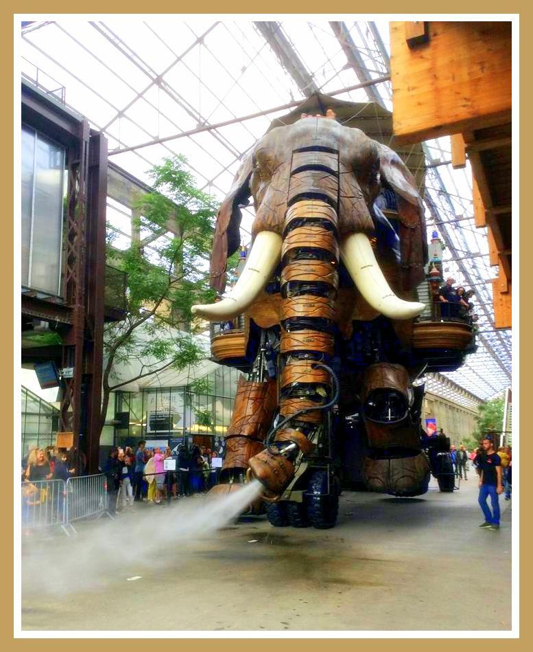 Mechanical elephant in Nantes